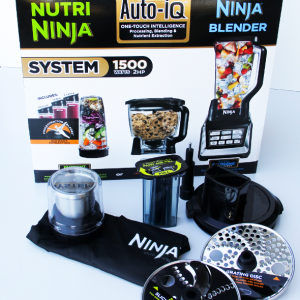 Nutri Ninja® With Auto-IQ Systems – BL682 Combo with Feed Chute & Coffee / Spice Grinder